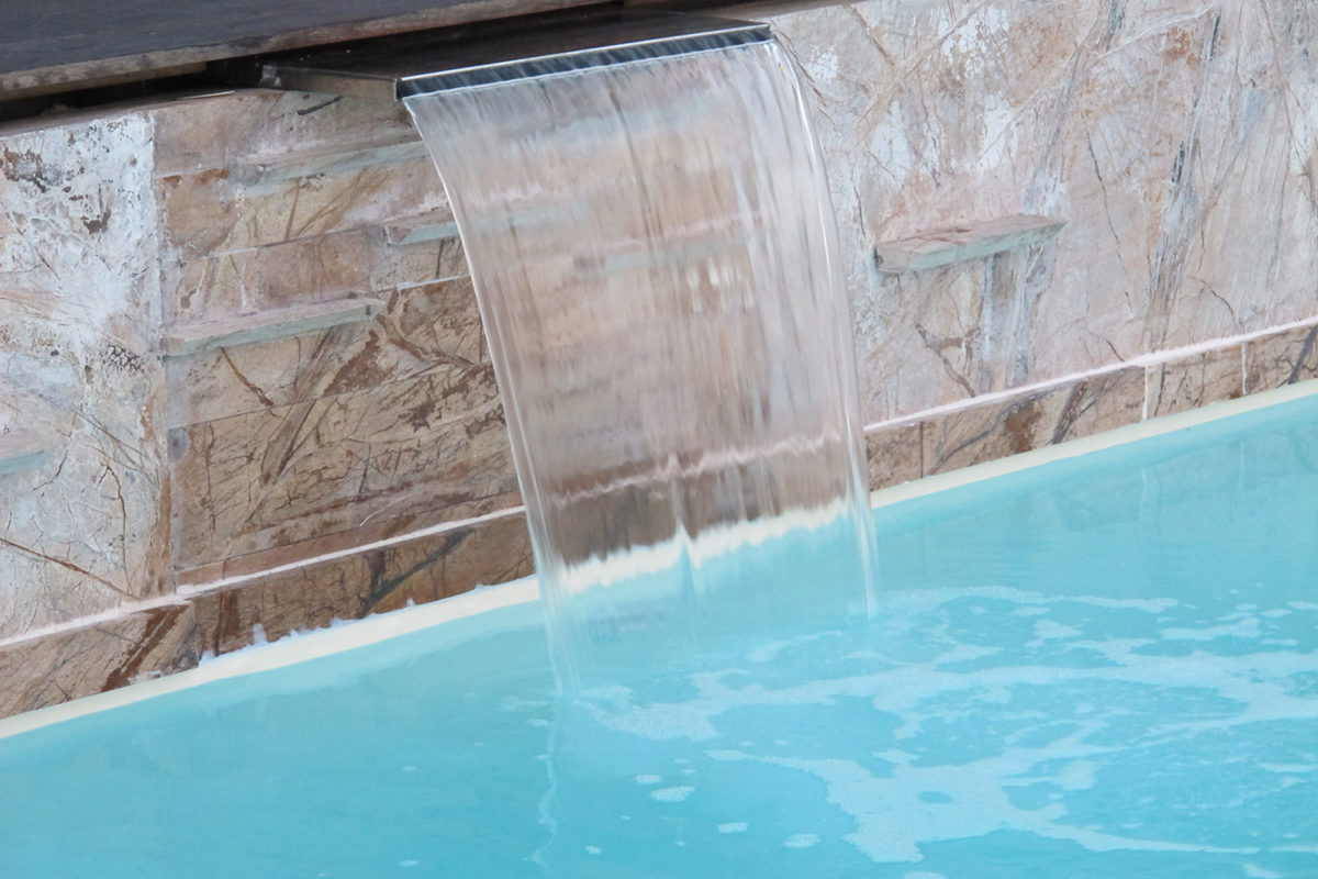 Lama d 39 acqua 1200x150mm oasi blu piscine - Fontana per piscina ...